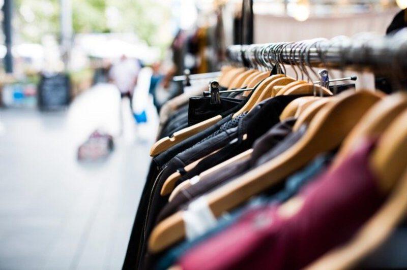 Wybór modnej odzieży damskiej